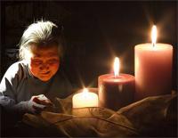 Mother In Candle Light-Gu Jianfen